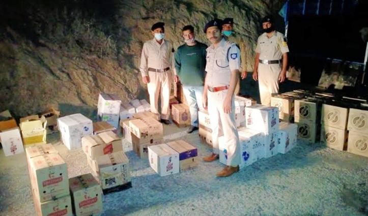 Sirmaur: पिकअप चालक से बिना परमिट की 46 पेटी अवैध शराब बरामद