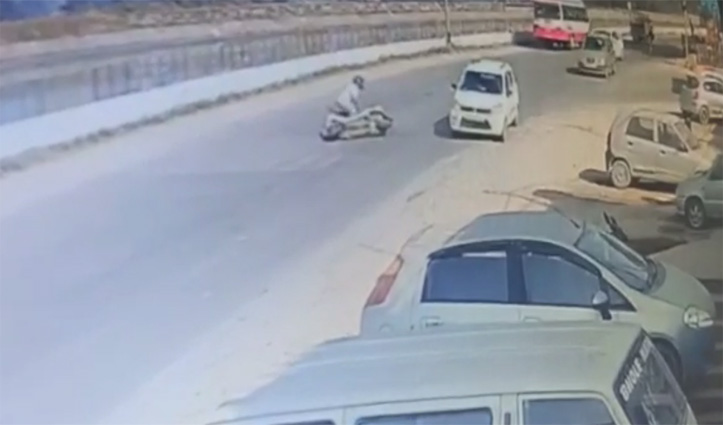 #Sundernagar में NH-21 पर कार ने स्कूटी को मारी टक्कर, एक पहुंच गया अस्पताल