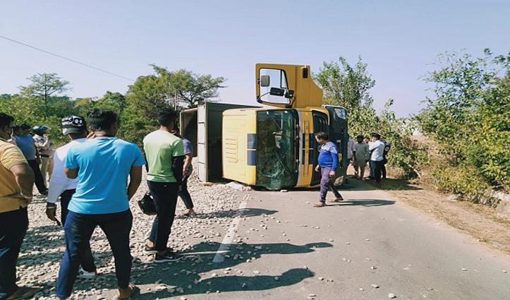 Kangra: लंज में बजरी से भरा टिप्पर पलटा, चालक की मौके पर गई जान