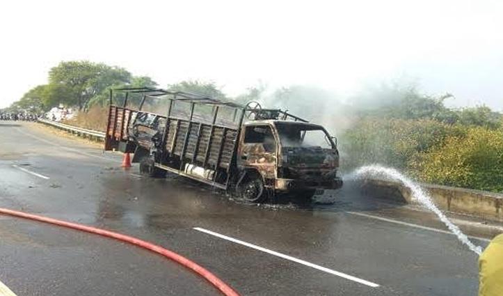 डमटाल- पठानकोट NH पर Truck में लगी आग, पांच सिलेंडर फटे; धमाकों से सहमा क्षेत्र