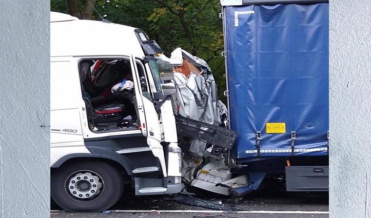 UK में दो लॉरी के बीच में #Van के कुचल जाने के बाद भी वैन चालक को आईं मामूली चोट