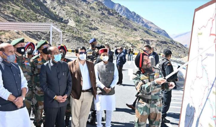 Modi से पहले Manali पहुंचे राजनाथ सिंह, अटल टनल रोहतांग का किया दौरा