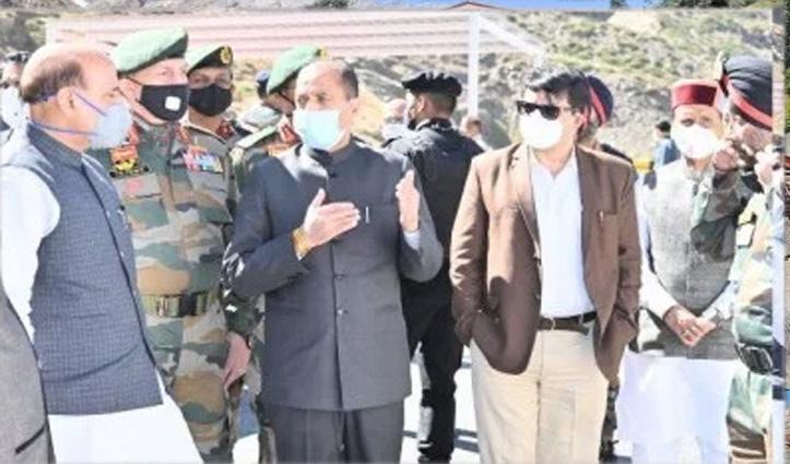 CM Jai Ram Welcomes Union Raksha Mantri On His Arrival At SASE