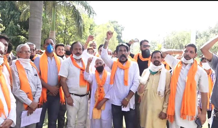 धर्मांतरण-लैंड जिहाद और गौ हत्या के खिलाफ Vishwa Hindu Parishad लाल