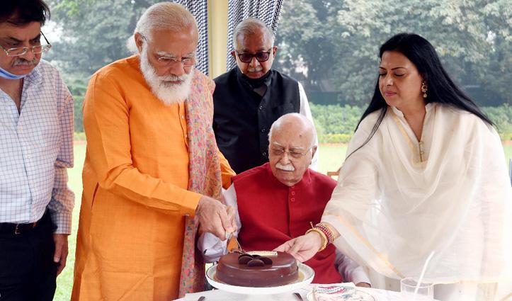 93 के हुए आडवाणी, बधाई देने घर पहुंचे #PM_Narendra_Modi, काटा केक