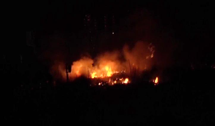 #Diwali की रात Bike Showroom में भड़की आग, बुझाने गए तीन दमकलकर्मी भी झुलसे
