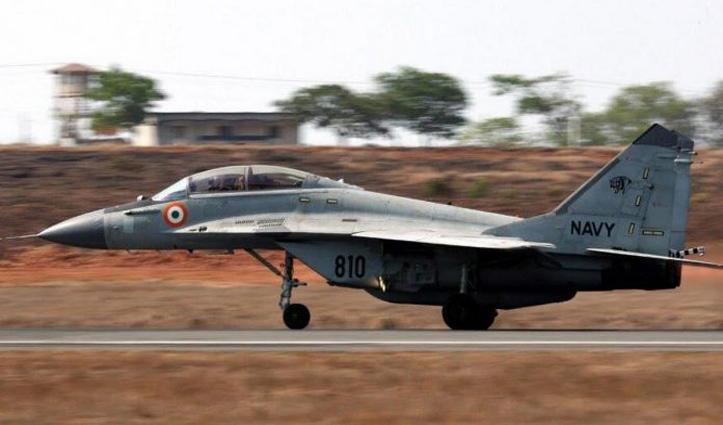 #Arabian_Sea में गिरा लड़ाकू विमान #MiG-29K,एक पायलट मिला, दूसरे की तलाश