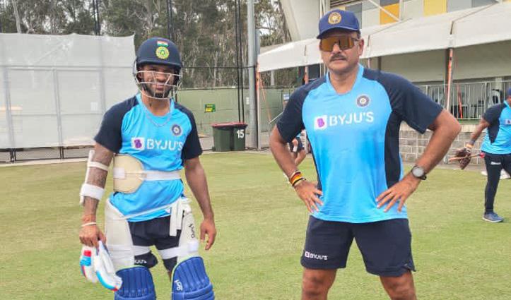 काम पर लौट कर बेहद खुश दिखे #Ravi_Shastri, पंड्या-धवन के साथ शेयर की Photos