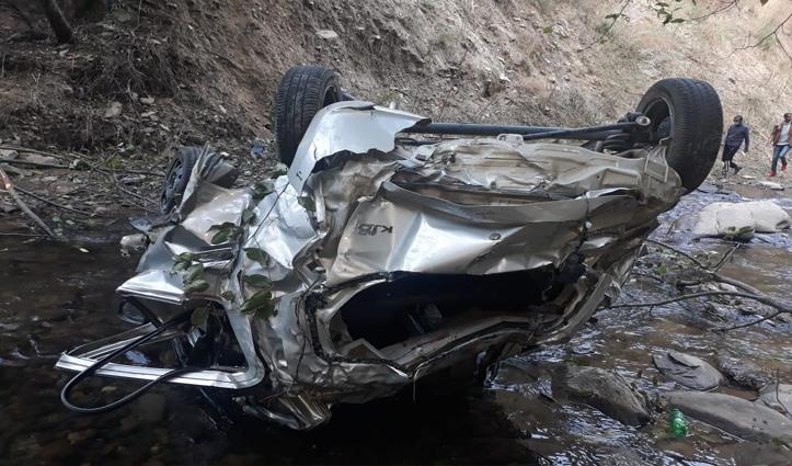 रोहड़ूः ढांक में गिरी Car, युवक की गई जान- काफी देर बाद चला हादसे का पता