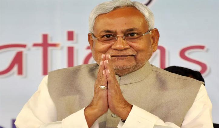 #Nitish_Kumar के CM बनते ही अपनी अंगुली काट देता है ये शख्स, पढ़े क्या है माजरा