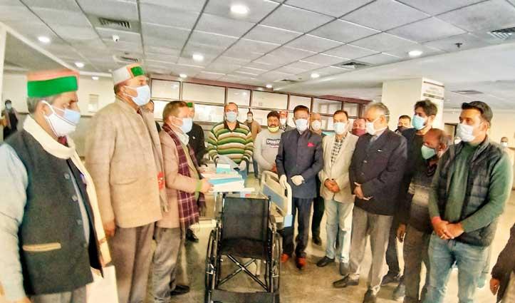 #Himachalcongress ने लाल बहादुर शास्त्री मेडिकल कॉलेज नेरचौक को भेंट किए स्वास्थ्य उपकरण