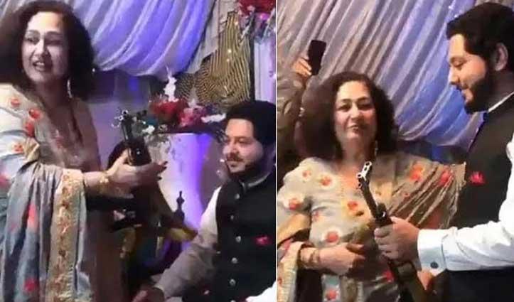 #Viral_Video : दूल्हे को गिफ्ट में दी AK-47, #IPS बोले- 'हमारे पड़ोसियों की मानसिकता...'