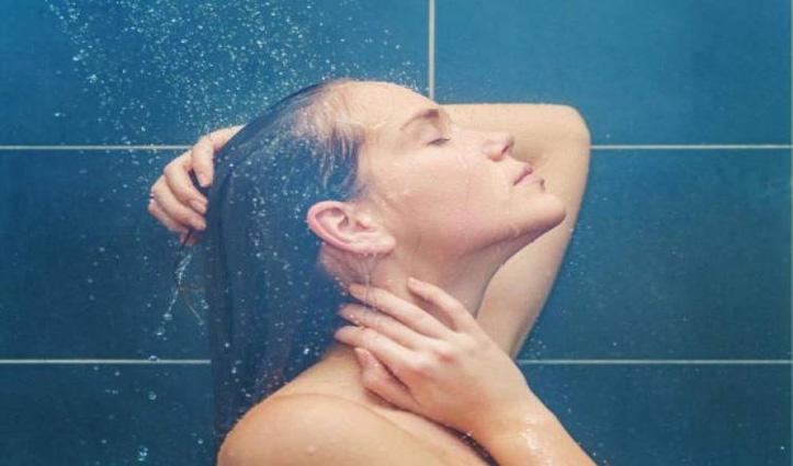 सर्दियों में ठीक नहीं देर तक गर्म पानी से नहाना, हो सकती है ये समस्याएं