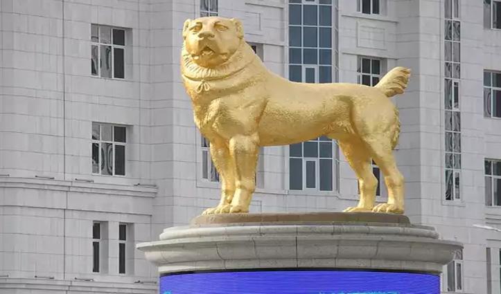 कुत्ते की अपनी पसंदीदा नस्ल की 19-फीट ऊंची सोने की मूर्ति का इस राष्ट्रपति ने किया अनावरण