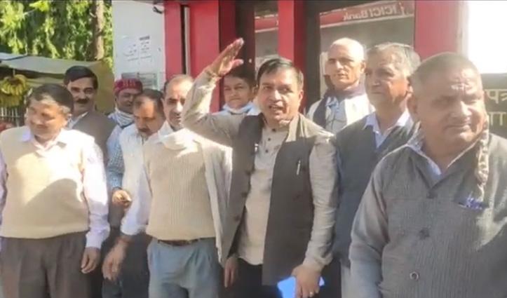केंद्र सरकार के खिलाफ Hamirpur में गरजे डाक कर्मी, मांगें पूरी ना करने पर दी ये चेतावनी