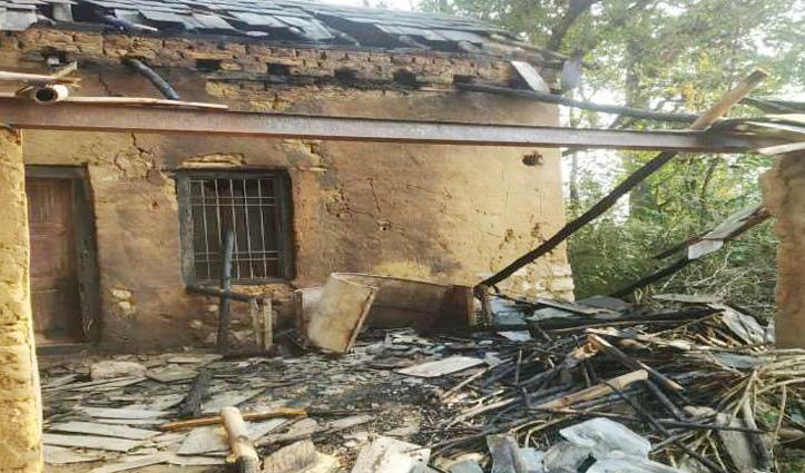 #Kangra : ठंड से बचने के लिए जलाई आग में झुलस गई महिला, घर भी जला