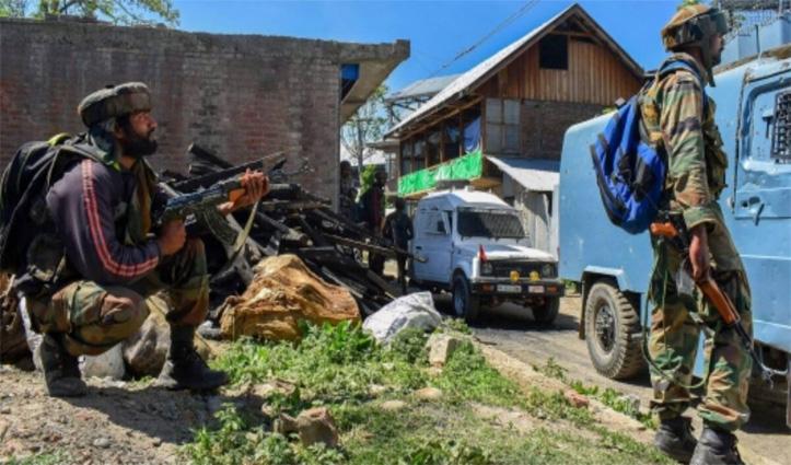 J&K: सुरक्षाबलों से मुठभेड़ में एक आतंकी ढेर; एक ने किया सरेंडर, नागरिक की भी मौत