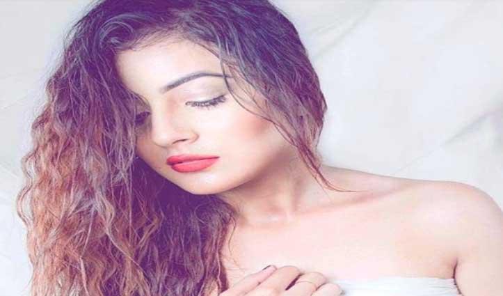 #Shehnaaz ने करवाया #Bold_Photoshoot, सोशल मीडिया पर देखते रह गए Fans