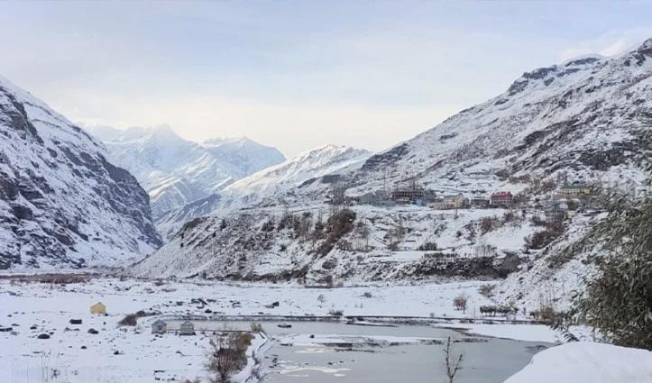 #Himachal_Weather: लाहुल और किन्नौर की पहाड़ियों ने ओढ़ी सफेद चादर, केलांग की सड़कें बनी शीशा