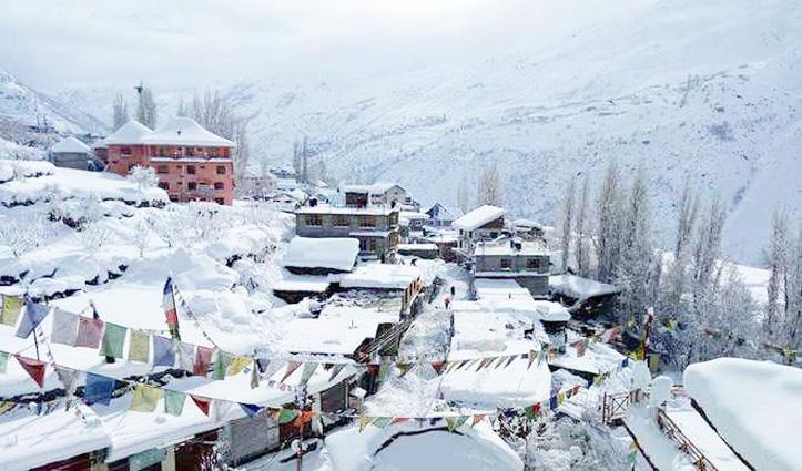 Lahaul Spiti में बर्फबारी का दौरा जारी, तापमान लुढ़का- HRTC बसों के थमे पहिए
