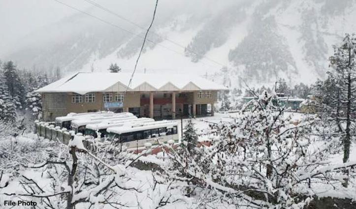 हिमाचल के पहाड़ों पर #Snowfall का दौर, दारचा से आगे वाहन ले जाने पर रोक