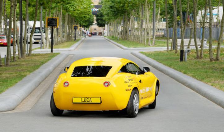 छात्रों ने कचरे से बना दी Electric Sports Car, एक बार चार्ज कर लो, चलेगी 220 किलोमीटर