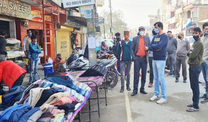 Mandi: नेरचौक की सड़कों पर रेहड़ी फड़ी वालों ने जमाया कब्जा, विरोध में उतरे स्थानीय व्यापारी, दी ये चेतावनी