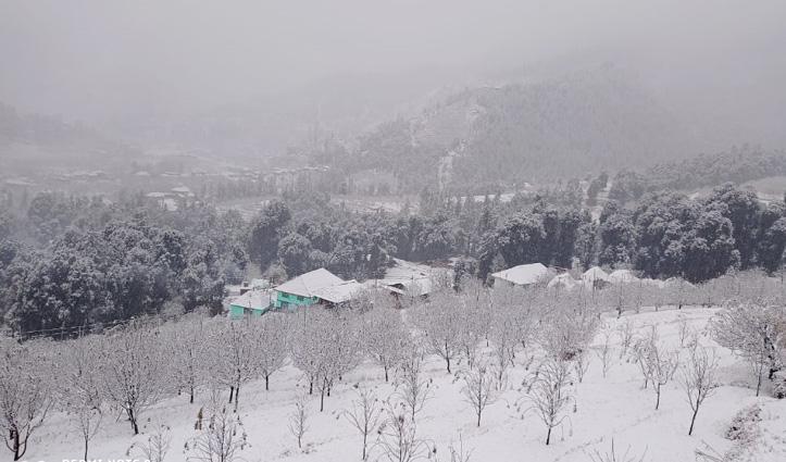 हिमाचल में ताजा बर्फबारी, तस्वीरों में लें नजारा शिकारी देवी, कमरूनाग का