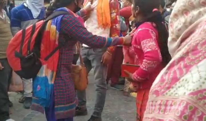 #Mandi: पति को एक महिला के साथ बाजार में घूमते देख भड़की पत्नी, जमकर किया हंगामा