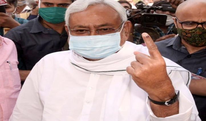 #Biharelection के दूसरे चरण के मतदान के बीच छपरा में #हंगामा, नीतीश-राबड़ी-तेजस्वी ने डाले वोट