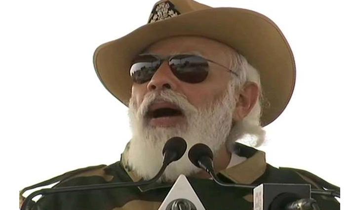 #Diwali मनाने लोंगेवाला बार्डर पहुंचे PM Modi, बोले- मेरी दिवाली जवानों के बीच पूरी होती है
