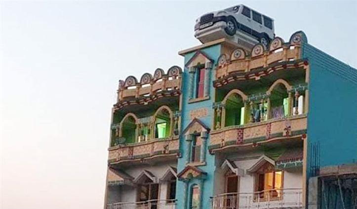#Viral : पहली गाड़ी से इतना प्यार, घर की छत पर बना दी ऐसी टंकी, हर कोई देखकर हैरान