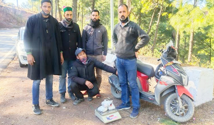 Solan: स्कूटी पर जा रहा था नेपाली, चेक किया तो मिली तीन किलो से ज्यादा अफीम; Arrest