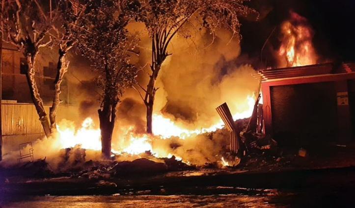 #Diwali की रात आग का तांडव, सुंदरनगर में कबाड़ जला, जयसिंहपुर में स्लेटपोश मकान राख
