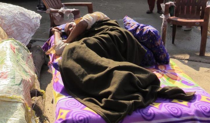 सैकड़ों लोगों को डूबने से बचा चुका अनंत राम बेड से उठने में भी लाचार, परिजनों ने उठाई ये मांग