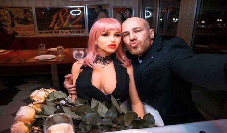 इस #Bodybuilder ने #Sex_Doll, से रचा ली शादी, हैरान कर देगा ये Video