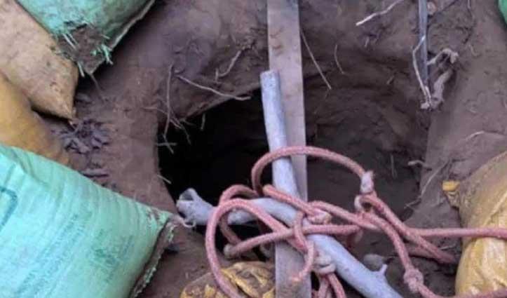 आतंकियों की बनाई #सुरंग में 150 फीट तक रेंगते हुए पहुंचे #सेना के जवान, मिले कई सबूत