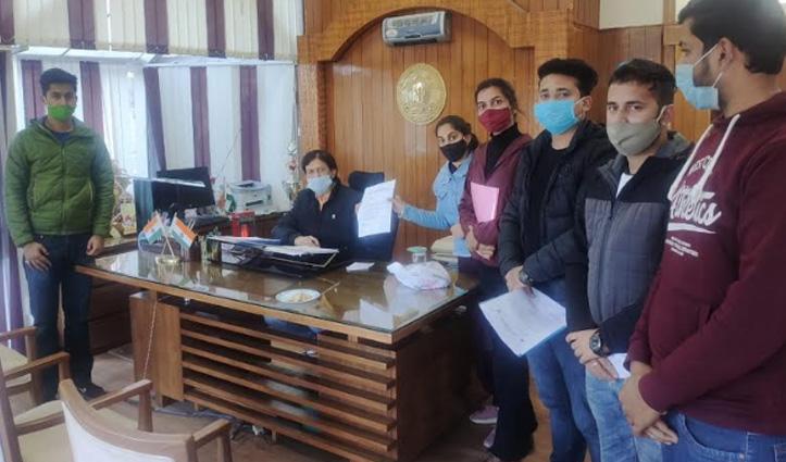 शिमला में ABVP ने कुलपति के सामने खोला मांगों का पिटारा, सौंपा ज्ञापन
