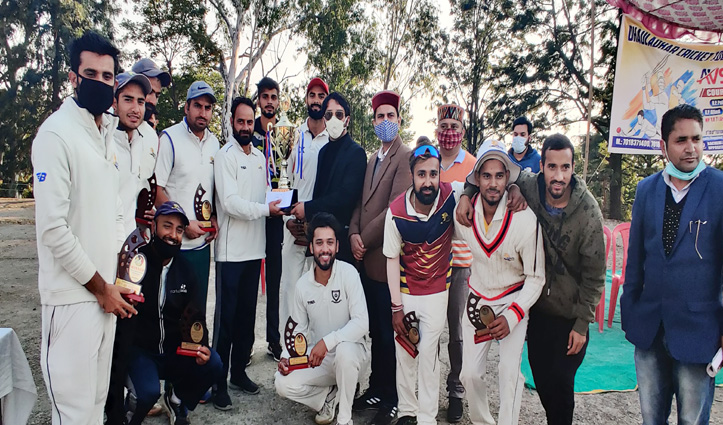 Dhauladhar-11 के नाम रही धौलाधार क्रिकेट टूर्नामेंट सीजन-3 की ट्रॉफी