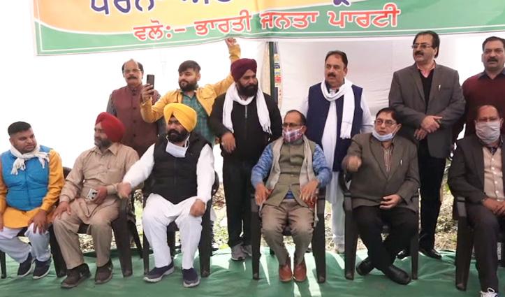 Punjab की PACL Industries के बाहर ग्रामीणों ने की नारेबाजी, Satti भी रहे मौजूद