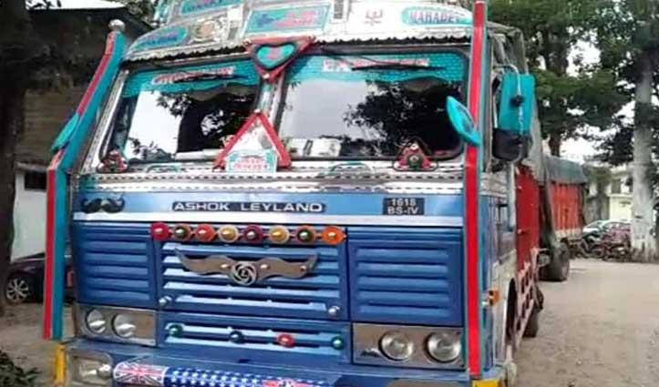 Hamirpur से #Haryana ले जा रहे थे शहतूत व पॉपलर की लकड़ी, पुलिस ने ट्रक समेत पकड़े दो