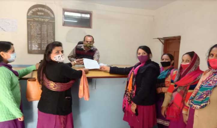 #Himachal: आंगनबाड़ी कार्यकर्ताओं को सताने लगी भविष्य की चिंता, #CM से उठाई यह मांग