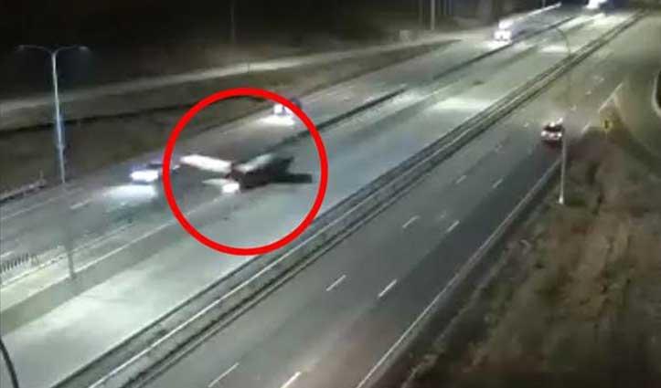 पायलट ने तेज रफ्तार कार पर की #Emergency_Landing, वीडियो देख उड़ जाएंगे होश