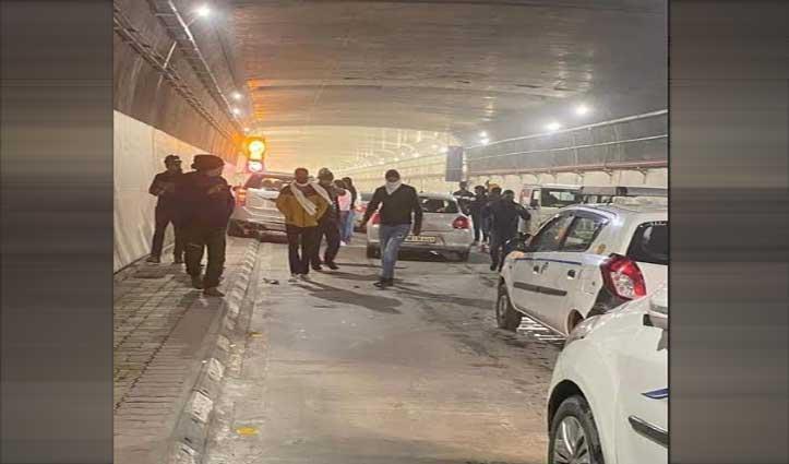 #Atal_Tunnel रोहतांग में डांस कर रोका ट्रैफिक, दिल्ली के 7 पर्यटक Arrest