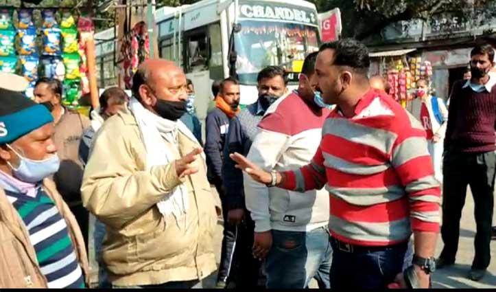 #Bilaspur: कंडक्टर और बस अड्डा कैशियर में हाथापाई, इंचार्ज का टूटा चश्मा