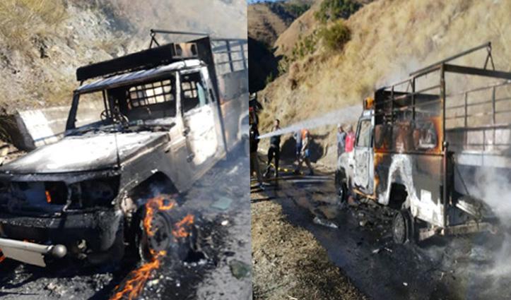 चंबा-सिढ़कुंड मार्ग पर घास लेकर जा रही पिकअप में लगी Fire, पूरी तरह जली