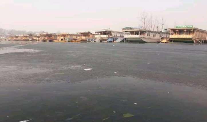 #Kashmir में हाड़ जमा देने वाली ठंड बढ़ाई मुश्किलें, चिल्ले कलां शुरू होने से पहले जमी डल झील
