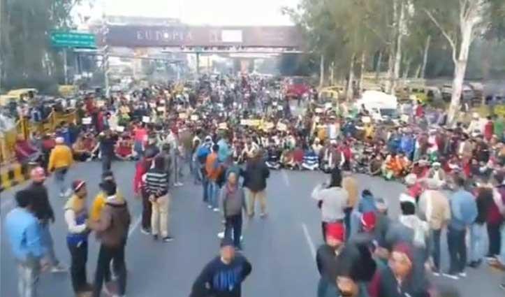 #FarmersProtest : किसानों ने फिर जाम किया दिल्ली-मेरठ एक्सप्रेसवे, सभी Carriage-way Block