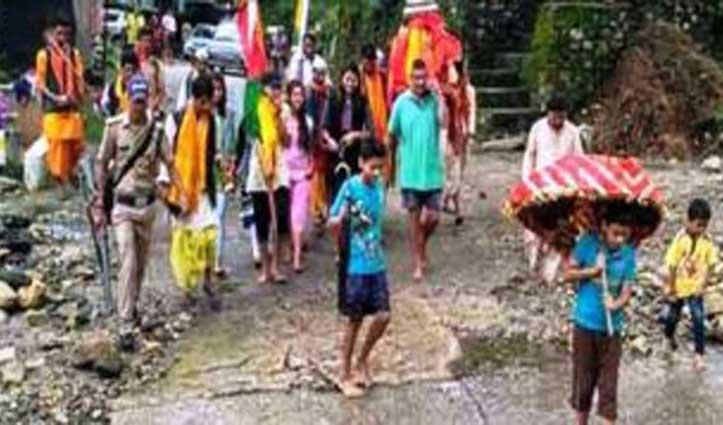 अजब परंपराः हमारे देश के इस  गांव में नंगे पांव क्यों रहते हैं लोग, पढ़े यहां