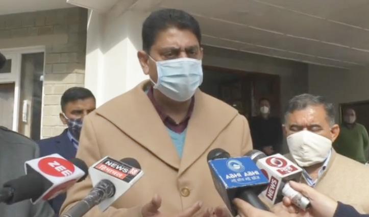 वन मंत्री राकेश पठानिया ने Hamirpur में अधिकारियों की जमकर लगाई क्लास, जाने क्या हैं कारण